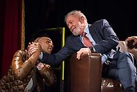 """Der ehemalige Praesident Brasiliens, Luiz Inacio Lula da Silva sprach am Dienstag den 10. Maerz 2020 in Berlin auf einer Veranstaltung der Friedrich Ebert Stiftung und der Gewerkschaft IG Metall vor ca. 600 Menschen. <br /> Sein Thema war """"Verteidigung der Demokratie in Brasilien"""".<br /> Im Bild: Ein Exil-Brasilianer (links) dankt dem ehemaligen Praesidenten Lula.<br /> 10.3.2020, Berlin<br /> Copyright: Christian-Ditsch.de<br /> [NUR FUER REDAKTIONELLE ZWECKE! Werbung nur auf Anfrage beim Fotografen. Inhaltsveraendernde Manipulation des Fotos nur nach ausdruecklicher Genehmigung des Fotografen. Vereinbarungen ueber Abtretung von Persoenlichkeitsrechten/Model Release der abgebildeten Person/Personen liegen nicht vor. NO MODEL RELEASE! Don't publish without copyright Christian-Ditsch.de, Veroeffentlichung nur mit Fotografennennung, sowie gegen Honorar, MwSt. und Beleg. Konto: I N G - D i B a, IBAN DE58500105175400192269, BIC INGDDEFFXXX, Kontakt: post@christian-ditsch.de<br /> Bei der Bearbeitung der Dateiinformationen darf die Urheberkennzeichnung in den EXIF- und  IPTC-Daten nicht entfernt werden, diese sind in digitalen Medien nach §95c UrhG rechtlich geschuetzt. Der Urhebervermerk wird gemaess §13 UrhG verlangt.]"""