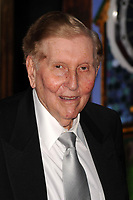 NEW YORK - JUNE 07: CEO of Viacom Sumner Redstone attends the 63rd Annual Tony Awards at Radio City Music Hall on June 7, 2009 in New York City.<br /> <br /> People;  Sumner Redstone
