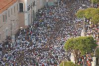 A imagem de Nossa Senhora de Nazaré é trazida dentro de um andor diante milhares de fiéis na avenida presidente Vargas, uma das principais de Belém , durante a maior procissão religiosa do país, que este ano conforme estimativas foi acompanhada por mais de 1,5 milhão de fiéis.<br /> 12/10/2008<br /> Belém, Pará, Brasil.<br /> Foto Paulo Santo