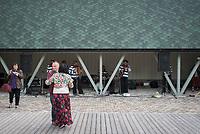 Estland, Tanzparty nach dem ersten Nargen Gesangs-Festival auf der Insel Naissaar <br /> <br /> Engl.: Europe, the Baltic, Estonia, Naissaar island, first Naissaar Song Celebration, song festival, culture, dancing, party, population, 28 June 2014<br /> <br />     Sieben herausragende Accapella-Choere aus Estland singen Lieder mit Bezug auf das Meer und geben auch schon einen kleinen Vorgeschmack auf das Repertoire des grossen Saengerfeste in Tallinn, 28.06.2014