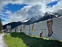 Nationalspieler am Zaun um den Trainingsplatz der Nationalmannschaft - Seefeld 22.05.2021: Trainingslager der Deutschen Nationalmannschaft zur EM-Vorbereitung
