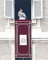 Papa Francesco benedice i fedeli in piazza San Piatro dalla finestra del suo studio durante l'Angelus, Citta' del Vaticano, 26 dicembre, 2017.<br /> Pope Francis blesses faithful during the Angelus noon prayer from the window of his studio overlooking St. Peter's Square, at the Vatican, on December 26, 2017.<br /> UPDATE IMAGES PRESS/Isabella Bonotto<br /> <br /> STRICTLY ONLY FOR EDITORIAL USE