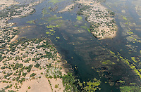 MALI, Gao, aerial view, river Niger and flooded area, settlement with clay houses / Luftbild des Fluß Niger und Überschwemmungsgebiete