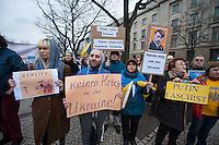 Solidaritaets-Kundgebung fuer die Ukraine vor der Russischen Botschaft in Berlin.<br />Etwa 100 Menschen versammelten sich am Montag den 17. Maerz 2014 vor der Russischen Botschaft in Berlin um gegen die Politik der Russischen Praesidenten Putin und die Entscheidung des Referendums auf der Krim fuer eine Angliederung an Russland zu demonstrieren.<br />Unter den Kundgebungsteilnehmern waren auch die Europaabgeordnete  von B90/Die Gruenen Rebecca Harms und die Bundestagsabgeordnete von B90/Die Gruenen Marie-Luise Beck. <br />17.3.2014, Berlin<br />Copyright: Christian-Ditsch.de<br />[Inhaltsveraendernde Manipulation des Fotos nur nach ausdruecklicher Genehmigung des Fotografen. Vereinbarungen ueber Abtretung von Persoenlichkeitsrechten/Model Release der abgebildeten Person/Personen liegen nicht vor. NO MODEL RELEASE! Don't publish without copyright Christian-Ditsch.de, Veroeffentlichung nur mit Fotografennennung, sowie gegen Honorar, MwSt. und Beleg. Konto:, I N G - D i B a, IBAN DE58500105175400192269, BIC INGDDEFFXXX, Kontakt: post@christian-ditsch.de]