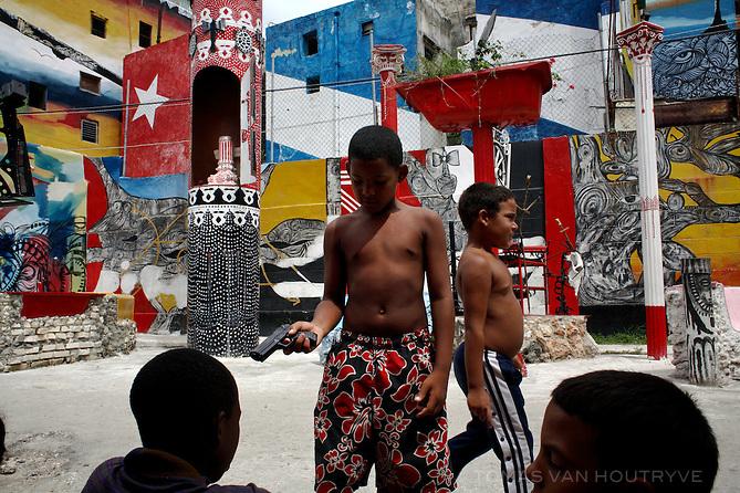 Children play in front a mural in Havana, Cuba on 6 August 2006.<br />