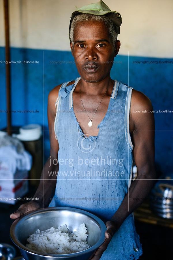 MADAGASCAR, Mananjary, prison, detainee with rice bowl / MADAGASKAR, Mananjary, Gefaengnis, Haeftling mit Schale Reis