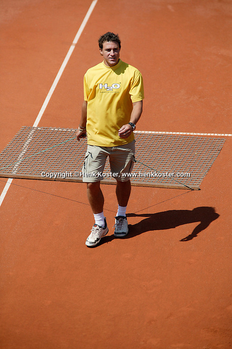 13-7-06,Scheveningen, Siemens Open, Court maintenance,