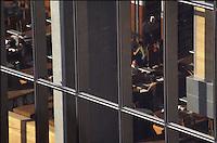 Parigi Biblioteca Nazionale di Francia François Mitterrand  (architetto Dominique Perrault 1995)<br /> Paris, Bibliothèque Nationale de France<br /> French National Library<br /> sala di lettura