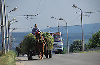 BULGARIEN Kazanlak, Pferdewagen und Bus auf Bruecke / BULGARIA Kazanlak, horse wagon and bus on bridge
