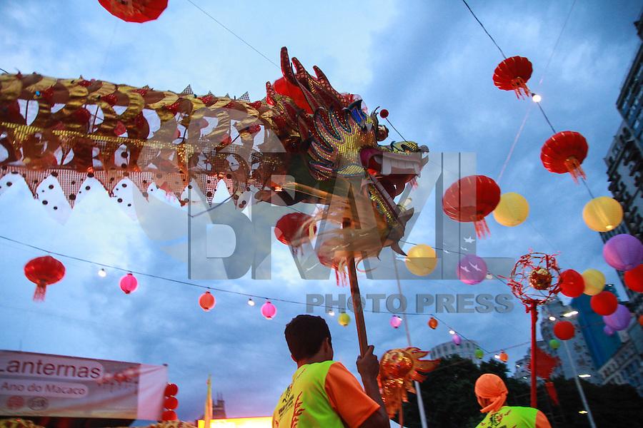 SÃO PAULO,SP, 20.02.2016 - ANO-CHINES - Publico prestigia o tradicional festival das Lanternas que acontece na Praça Roosevelt região central de São Paulo na noite deste sábado, 20. (Foto: Amauri Nehn/Brazil Photo Press)