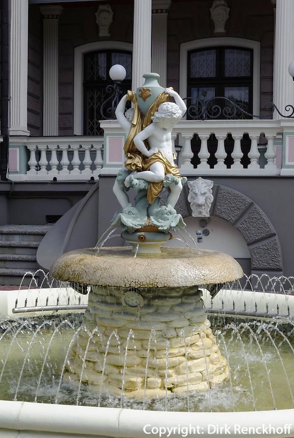 Brunnen in der russischen Botschaft in Riga, Lettland, Europa, Unesco-Weltkulturerbe