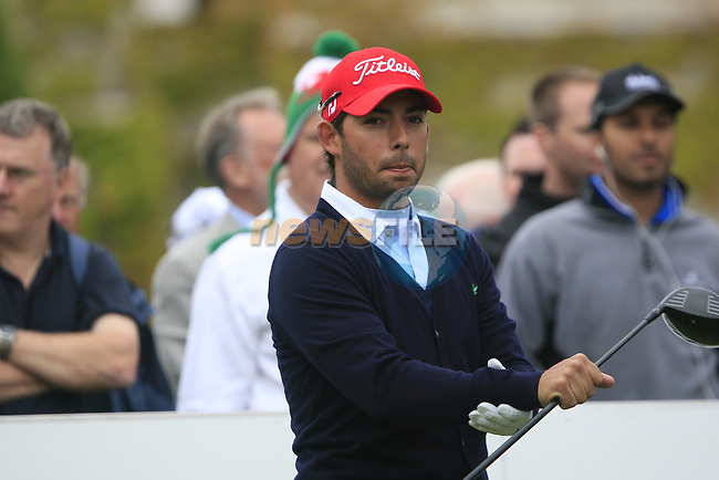 Pablo Larrazabal (ESP) warms up on the 1st tee before starting his round on Day 2 of the BMW PGA Championship Championship at, Wentworth Club, Surrey, England, 27th May 2011. (Photo Eoin Clarke/Golffile 2011)