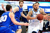27-02-2021: Basketbal: Donar Groningen v Den Helder Suns: Groningen Donar speler Davonte Lacy (r) met Den Helder speler Bolden Brace