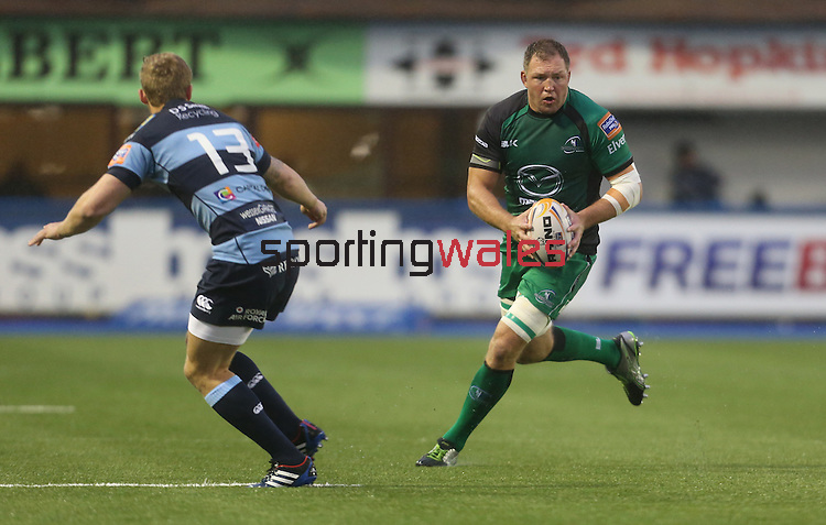 Connacht lock Mike Swift takes on Blues center Owen Williams.<br /> RaboDirect Pro 12<br /> Cardiff Blues v Connacht<br /> Cardiff Arms Park<br /> 13.09.13<br /> <br /> ©Steve Pope-SPORTINGWALES
