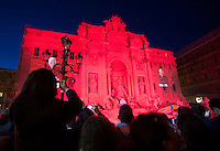 La Fontana di Trevi illuminata di rosso durante un evento per ricordare i martiri cristiani nel mondo, a Roma, 29 aprile 2016.<br />