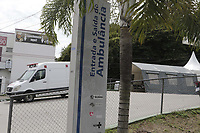 Valinhos (SP), 11/03/2021 - Oxigenio/Valinhos - A Prefeitura de Valinhos, no interior de Sao Paulo, deu inicio a instalacao de um tanque fixo de oxigenio nas dependencias da UPA 24 (Unidade de Pronto Atendimento) para aumentar a capacidade de oferta de oxigenio aos pacientes com suspeita ou confirmacao de Covid-19, incluindo entubados, que recebem o atendimento nos leitos da unidade.<br />A taxa de ocupacao dos leitos de UTI na cidade esta em: 100% no Hopital Galileo e 100% na Santa Casa. A taxa de ocupacao de enfermaria e de: 100% no Galileo e 100% na Santa Casa. Dos 26 leitos disponibilizados pela UPA, 19 estao ocupados por pacientes com sintomas ou aguardando resultados de confirmacao de covid-19.<br /><br /> (Foto: Denny Cesare/Codigo 19/Codigo 19)