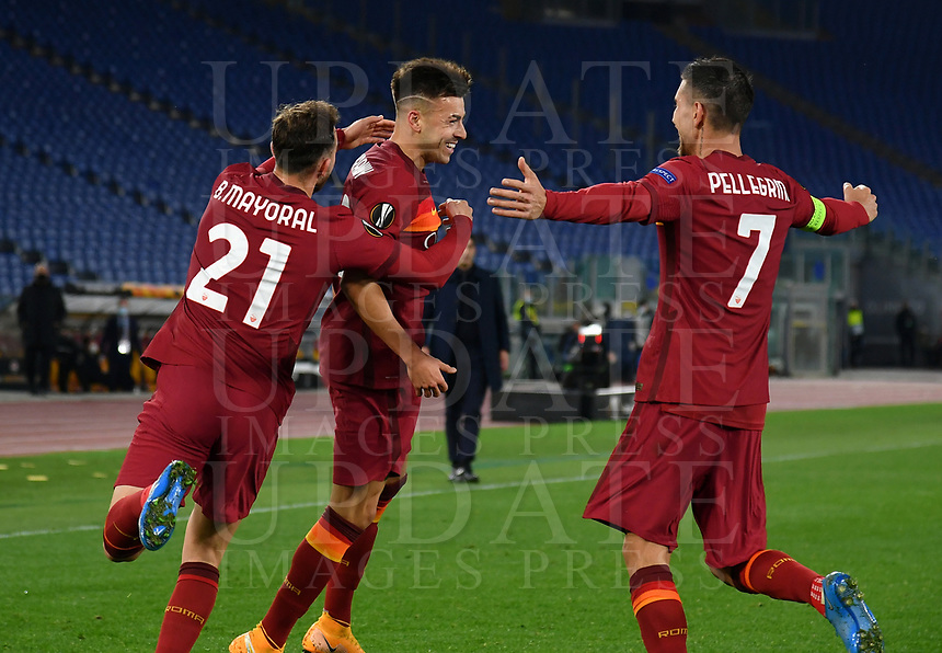 Football Soccer: Europa League -Round of 16 1nd leg AS Roma vs FC Shakhtar Donetsk, Olympic Stadium. Rome, Italy, March 11, 2021.<br /> Roma's Stephan El Shaarawy (C) celebrates after scoring with his teammates Borja Mayoral (L) and captain Lorenzo Pellegrini (R) during the Europa League football soccer match between Roma and  Shakhtar Donetsk at Olympic Stadium in Rome, on March 11, 2021.<br /> UPDATE IMAGES PRESS/Isabella Bonotto
