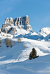 Italy, Veneto, Province Belluno, ski run at Passo di Falzarego with prominent Monte Averau mountain | Italien, Venetien, Provinz Belluno, menschenleere Skipiste am Falzaregopass, mit dem markanten Monte Averau