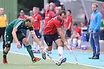 MANNHEIM, DEUTSCHLAND, OKTOBER 20: Sonntagsspiel am 7. Spielwochenende in der Feldhockey 1. Bundesliga der Herren in der Saison 2013/2014. Begegnung zwischen dem Mannheimer HC (rot) und Uhlenhorst Mühlheim (grün) am 20. Oktober, 2013 in Mannheim, Deutschland. Endstand 4-1 (1:1). (Photo by Dirk Markgraf/www.265-images.com)<br /> *** Local caption *** #11 Thilo Stralkowski vom HTC Uhlenhorst Mühlheim, #21 Matthias Witthaus vom Mannheimer HC