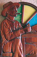 Cuba/La Havane: Détail bas-relief en bois représentant un Torcedor - Fabrique de cigares Fabrica Partagas, Casa del Habano, Calle Industria N°520, Habana Vieja