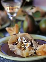 Europe/France: Papillotes croustillantes à la poire sauce chocolat