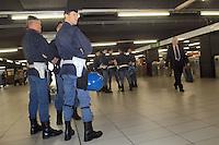- Police execute security controls in the subway....- la Polizia esege controlli di sicurezza nella metropolitana..