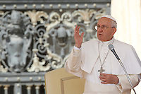 Papa Francesco benedice i fedeli al termine dell'udienza generale del mercoledi' in Piazza San Pietro, Citta' del Vaticano, 1 aprile 2015.<br /> Pope Francis delivers his blessing at the end of his weekly general audience in St. Peter's Square at the Vatican, 1 April 2015.<br /> UPDATE IMAGES PRESS/Isabella Bonotto<br /> <br /> STRICTLY ONLY FOR EDITORIAL USE