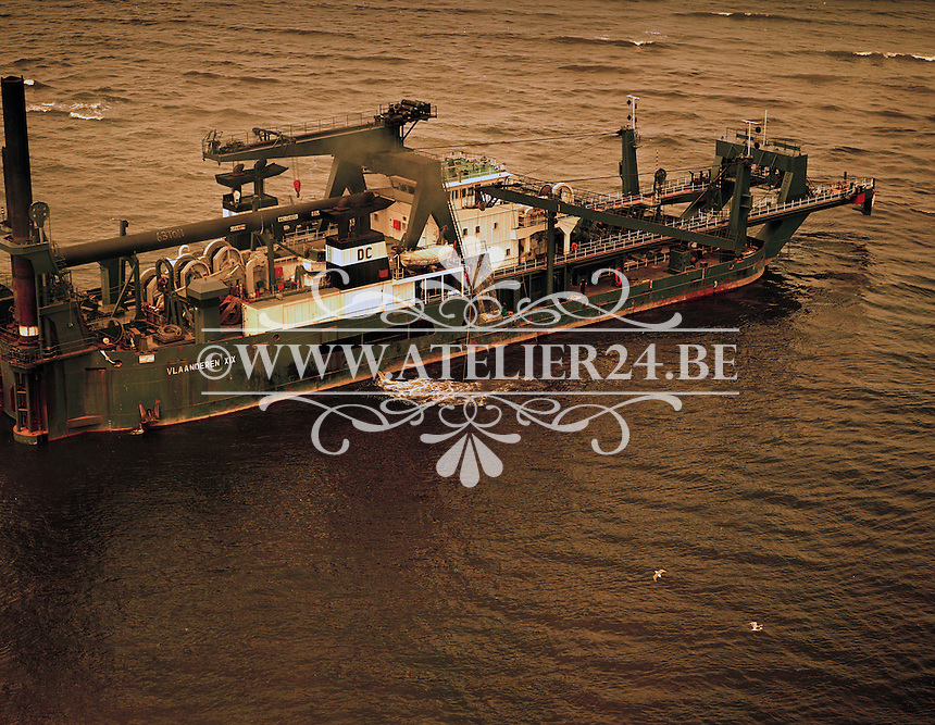 Juni 1978. Schip Vlaanderen XIX van DEME.