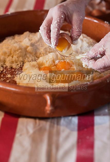 Europe/France/Aquitaine/64/Pyrénées-Atlantiques/Pays Basque/Sare: Préparation du  gâteau basque au Musée du Gateau Basque // France, Pyrenees Atlantiques, Basque Country, Sare:  Preparation of the Basque cake , Gateau Basque Museum