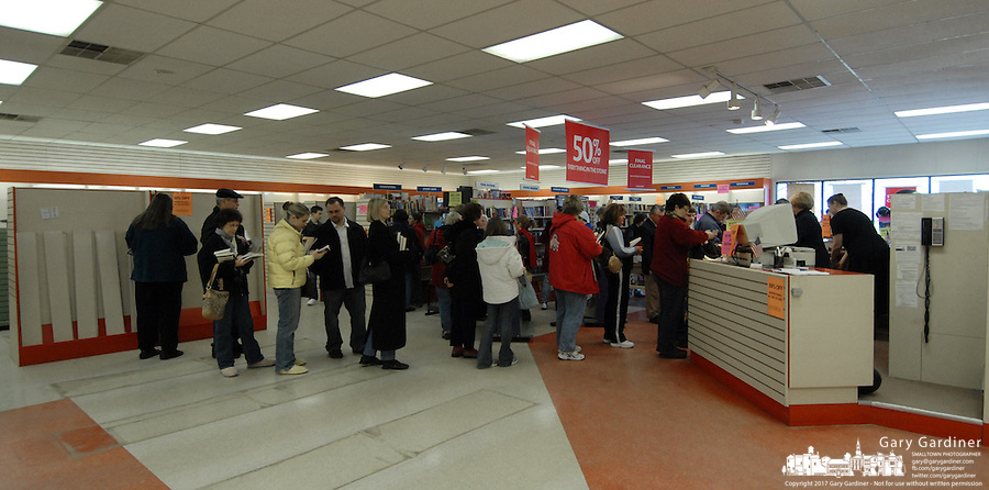 Some of the last customers line up to purchase books at a Westerville, Ohio, bookstore on the final day of sales at the Westerville, Ohio, suburban store. The store, one of the smallest in the B. Dalton chain, was closing after nearly two decades tucked in the corner of a building housing an insurance company and a balloon store.(Gary Gardiner/EyePush Newsphotos)<br />