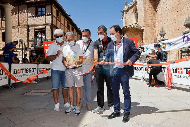 Ready for the start of Stage 4 of La Vuelta d'Espana 2021, running 163.9km from Burgo de Osma to Molina de Aragon, Spain. 17th August 2021.    <br /> Picture: Luis Angel Gomez/Photogomezsport   Cyclefile<br /> <br /> All photos usage must carry mandatory copyright credit (© Cyclefile   Luis Angel Gomez/Photogomezsport)
