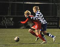 AA GENT LADIES - FC TWENTE :<br /> trekfout van Ine Heemeryck (R) op Marlous Pieete (L), met een penalty als gevolg<br /> foto Dirk Vuylsteke / Nikonpro.be