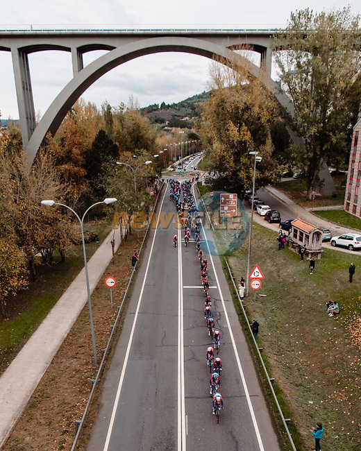 The peloton strung out during Stage 14 of the Vuelta Espana 2020, running 204.7km from Lugo to Ourense, Spain. 4th November 2020.<br /> Picture: Unipublic/BaixauliStudio | Cyclefile<br /> <br /> All photos usage must carry mandatory copyright credit (© Cyclefile | Unipublic/BaixauliStudio)