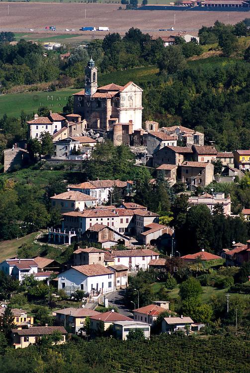 Il santuario del Sacro Monte e Torricella Verzate, paese in provincia di Pavia --- The sanctuary of Sacro Monte and Torricella Verzate, small village in the province of Pavia