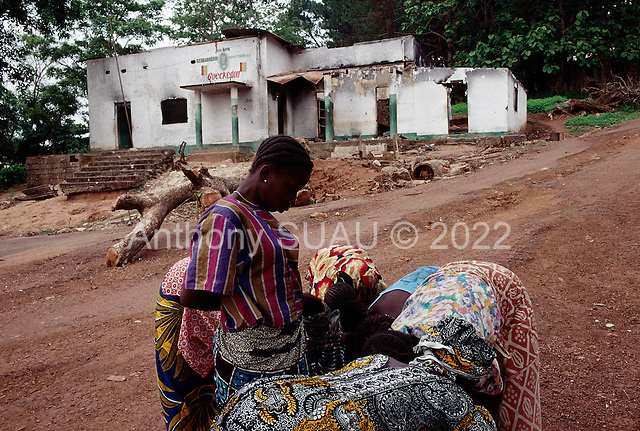 Guekedou, Guinea<br /> April 2001<br /> <br /> Sellers return to Guekedou, a town that was attacked by Sierra Leone rebels then bombed by the Guinean military in January. The attacks scattered hundreds of families and separated children from parents throughout the region.