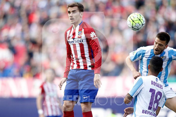Atletico de Madrid's Antoine Griezmann (l) and Malaga CF's Ignacio Camacho during La Liga match. April 23,2016. (ALTERPHOTOS/Acero)