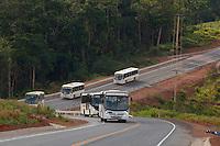 Ônibus transportam operários para o canteiro de obras.<br /> <br /> Implantação da Unidade Hidrelátrica de Belo Monte e a cidade de Altamira, uma das principais atingidas pela implantação do projeto, <br /> Altamira, Pará, Brasil.<br /> Foto Paulo Santos<br /> 09/11/2013