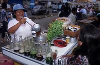 """Amérique/Amérique du Sud/Pérou/Lima : Marché de Surquillo - Marchande de boissons et de soupes dites """"El Molliente"""""""