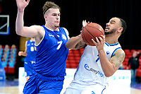 27-02-2021: Basketbal: Donar Groningen v Den Helder Suns: Groningen Donar speler Davonte Lacy (r) met Den Helder speler Ben Kovac