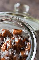 Europe/France/Bretagne/35/Ille et Vilaine/Saint-Malo: Les Comptoirs de St Malo - Hervé Camus et Baudoin  Auffary produisent des  caramels au beurre salé