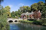 Grossbritannien, England, Gloucestershire, Bibury: The Swan Hotel im Herbst | Great Britain, England, Gloucestershire, Bibury: The Swan Hotel in autumn