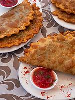 Teigtasche, Restaurant Terrassa in Xiva, Usbekistan, Asien<br /> fried turnover, Restaurant Terrassa, historic city Ichan Qala, Chiwa, Uzbekistan, Asia