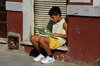 URUGUAY Montevideo, OLPC One Laptop per Child project, the 100 Dollar laptop initiative of Nicholas Negroponte, is implemented in Uruguay for children at all schools under Plan Ceibal, children use the laptops in their leisur time / URUGUAY Montevideo, fuer alle Kinder an  staatlichen Schulen Uruguays ist das OLPC one laptop per child Programm als Bildungsinitiative Plan Ceibal umgesetzt , jedes Kind bekommt einen 100 Dollar Laptop XO-1, Kinder nutzen die laptops auch in ihrer Freizeit, fuer Hausaufgaben, Facebook, Ballerspiele