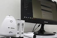 Campinas (SP), 21/09/2020 - Teste Covid-19 - Testes realizados em parceria com o laboratorio Hilab. Teste rapido para deteccao de anticorpos. Uma pequena amostra de sangue e retirada do dedo, pela qual e verificado se a pessoa produziu anticorpos contra o coronavirus recentemente ou ha mais tempo.  <br />O exame e cadastrado em um aplicativo do laboratorio Hilab e o resultado e disponibilizado em cerca de 30 minutos, com a emissao do laudo. (Foto: Denny Cesare/Codigo 19/Codigo 19)