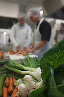 Europe/France/Poitou-Charentes/79/Deux-Sèvres/Coulon: Préparation de la soupe de légumes à la Conserverie  - Atelier de transformation de productions locales: Saveurs du Marais Poitevin