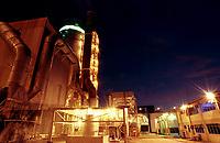 Secador, uma das etapas mais importantes do processo de produção de caulim, que é trazido de Ipixuna até Barcarena no Pará, Brasil por um mineroduto construído pela Parapigmentos.<br />12/09/2000.<br />©Foto: Paulo Santos/ Interfoto