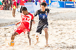 AL SAUTI Abdullah Mahsoud Salim of Oman battles for the ball with OBA Takaaki of Japan during the Beach Soccer Men's Team Gold Medal Match between Japan vs Oman on Day Nine of the 5th Asian Beach Games 2016 at Bien Dong Park on 02 October 2016, in Danang, Vietnam. Photo by Marcio Machado / Power Sport Images