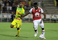 NEIVA - COLOMBIA, 25-07-2015: Carlos Riascos (Izq) del Atlético Huila disputa el balón con Carmelo Valencia (Der) del Independiente Santa Fe durante partido por la fecha 9 de la Liga Águila II 2018 jugado en el estadio Guillermo Plazas Alcid de la ciudad de Neiva. / Carlos Riascos (L) player of Atletico Huila fights for the ball with Carmelo Valencia (R) player of Independiente Santa Fe during match for the date 9 of the Aguila League II 2018 played at Guillermo Plazas Alcid in Neiva city. VizzorImage / Sergio Reyes / Cont