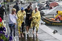 25 km la gara femminile è stata sospesa a 1km dalla fine per avverse condizioni meteo<br /> nella foto Fabrizio Antonelli con Alice Franco e Arianna Bridi<br /> Omegna, Lago D'Orta<br /> FIN 2016 Campionato Italiano Assoluto Nuoto di Fondo <br /> <br /> Day 05 14-06-2016<br /> Photo Laura Binda/Deepbluemedia/Insidefoto