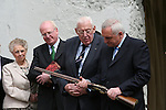 Ahern welcomes Paisley to Battle of the Boyne site